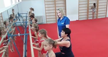 Тренер из Шотландии Полин Смит_тренировку по хореографии проводит ЗТР Л.Фудимова