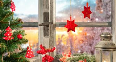 okno-dekoraciya-elka-fonar